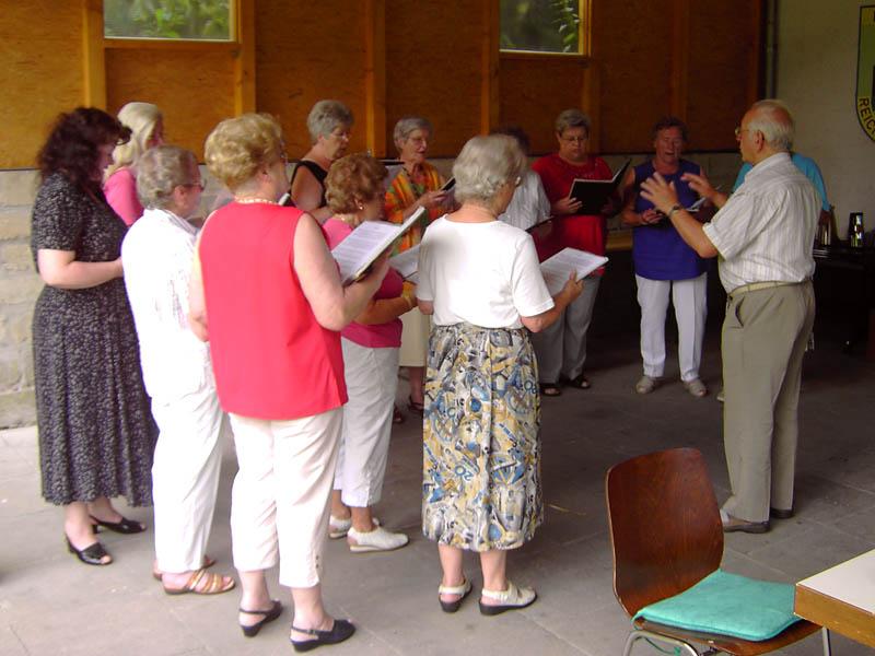 Der Frauenchor singt