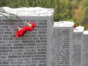 Bild der Stelen auf dem Soldatenfriedhof Apscheronsk