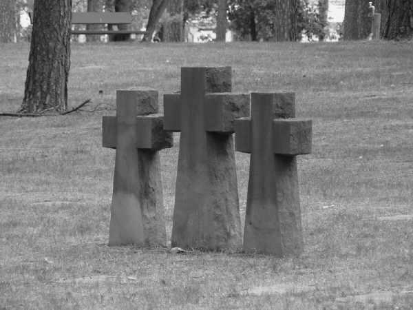 Bild einer Kreuzgruppe auf der Kriegsgräberstätte Halbe