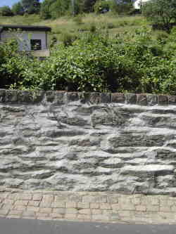 Bildausschnitt Friedhofsmauer