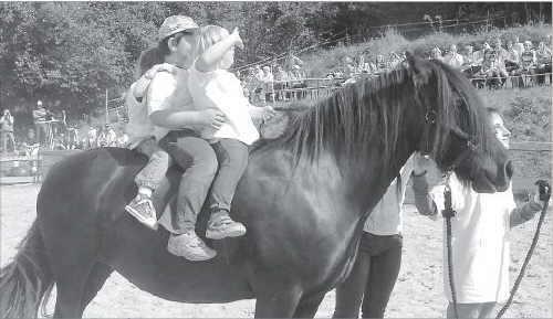 Bild der Kinder auf dem Pferd Gina