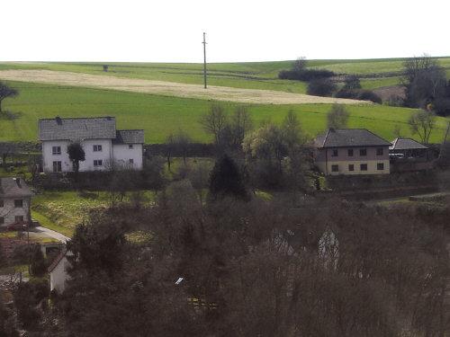 Hier können Familien günstigen Baugrund erwerben. Blick von der Burg Reichenberg auf das Baugebiet 'Auf dem Berg'